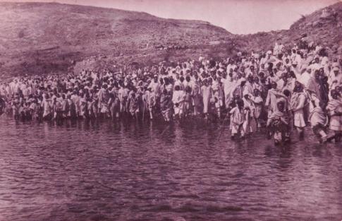 An Amusing Historical picture Captured in 1903 showing Irreechaa celebration at Lake Hora, Bishoftu town of Oromia