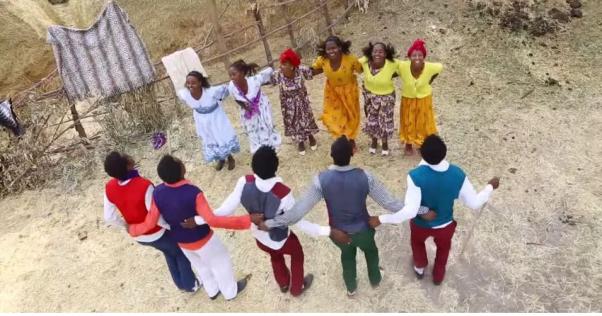 Hacaaluu Hundessa, Oromo culture music video maalan jira picture14