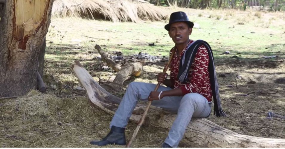 Hacaaluu Hundessa, Oromo culture music video maalan jira picture20