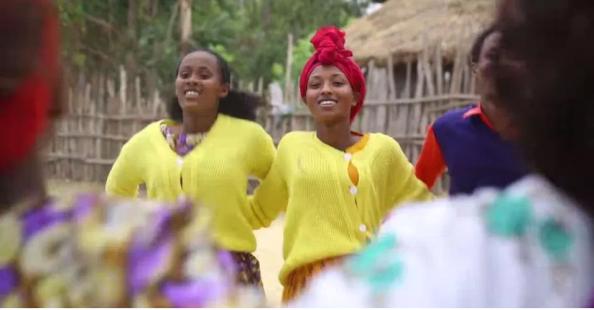 Hacaaluu Hundessa, Oromo culture music video maalan jira picture3