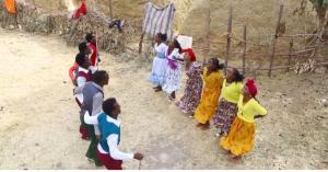 Hacaaluu Hundessa, Oromo culture music video maalan jira picture7