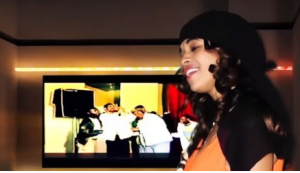 Saartuu, the daughter of  the late Oromo artist  Usmayyoo Musaa in her debut music song Abbaa koo