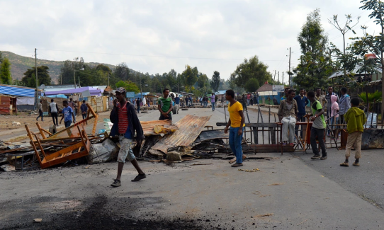 #OromoProtests  block the road in Wolenkomi, in the Oromia State, Ethiopia. Photograph by William Davison