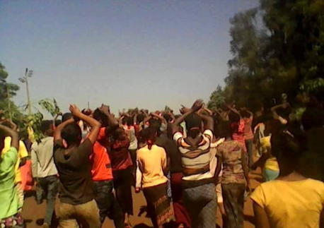 #OromoProtests continues in Mandi and Manasibu, 11 Feb. 2016