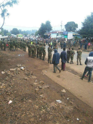 Ethiopia's regime TPLF (Tigray) ethnic apartheid soldiers attacking Oromo civilians in Holeta, Oromia, 29 July 2016