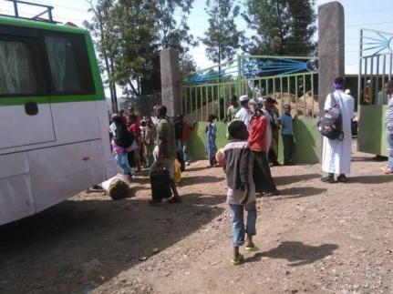#Fascist Ethiopia's forces terrorzing passangers, Oromia, 18 July 2016.