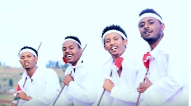 Nice Oromo pictures from Shukri Jamal's music, Bullo Boshee. p5