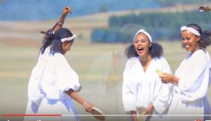 Nice Oromo pictures from Shukri Jamal's music, Bullo Boshee. p6