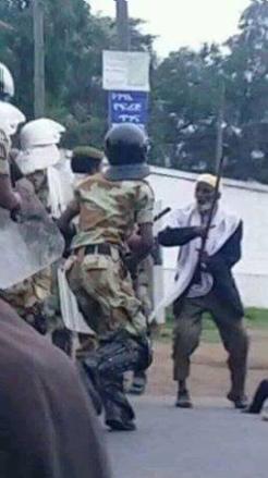 #OromoProtests, an Oromo man, 80 years old confronting fascist Ethiopia's regime, Agazi forces, Arsi, Oromia, 12 August 2016