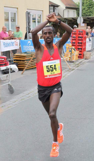 Athlete Fraol Ebissa Won the Germany 10Km race and shows his solidarity with #OromoProtests. 4 September 2016