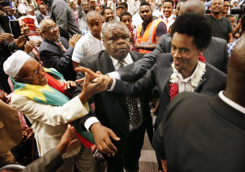 Oromo Olympian Fayyisaa Leellisaa (Feyisa Lilesa) draws big crowd at his Minneapolis appearance-18 September 2016