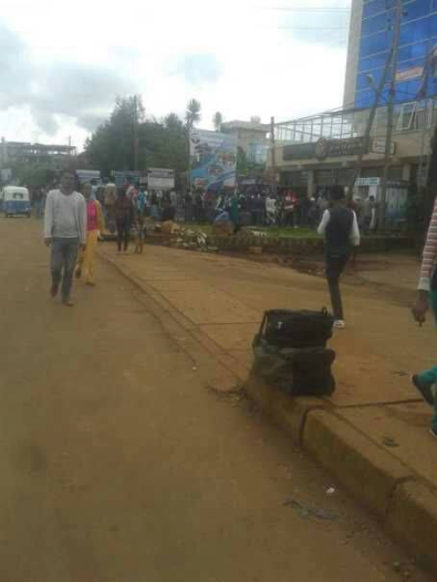 #OromoProtests, boycott business of the Woyane, bank run in Naqamte, Oromia. 3 september 2016. p2