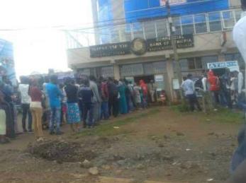 #OromoProtests, boycott business of the Woyane, bank run in Naqamte, Oromia. 3 september 2016