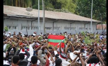 irreecha-malkaa-birraa-2016-at-horaa-harsadii-bishoftuu-oromia-with-oromo-flag-protesting-tyranny-october-2016