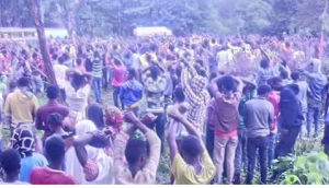 oromoprotests-on-3-october-2016-at-funeral-addunyaa-hambisaa-killed-by-tplf-forces-irreechamassacre