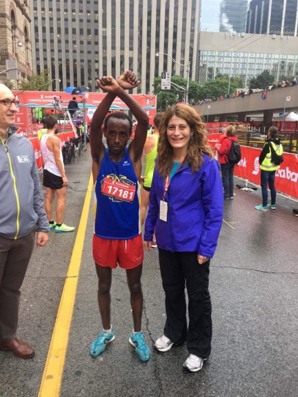 scotiabank-toronto-waterfront-half-marathon-winner-kinde-asafa-showing-the-protest-juster